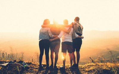 صور اصدقاء وخلفيات معبرة عن الصداقة